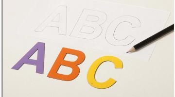 5cm WIELKIE litery magnetyczne. Miks kolorów: lawendowy, pomarańczowy, żółty.