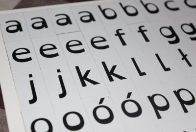 Komplet specjalnych literek dla dyslektyków.