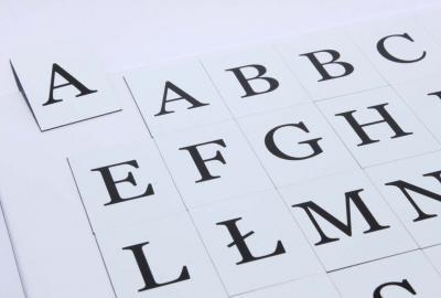 45 czarnych magnetycznych literek w bardzo ładnej czcionce.