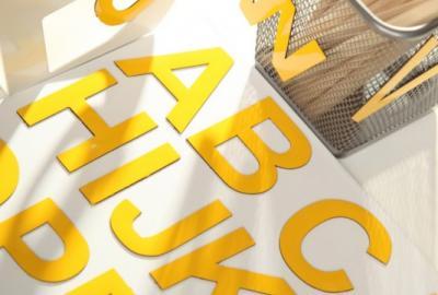 Żółty alfabet magnetyczny MagWords, 5 cm literki magnetyczne