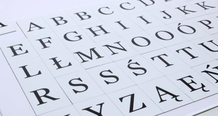Komplet alfabetu magnetycznego. Wysokość wielkich liter to 3,5 cm