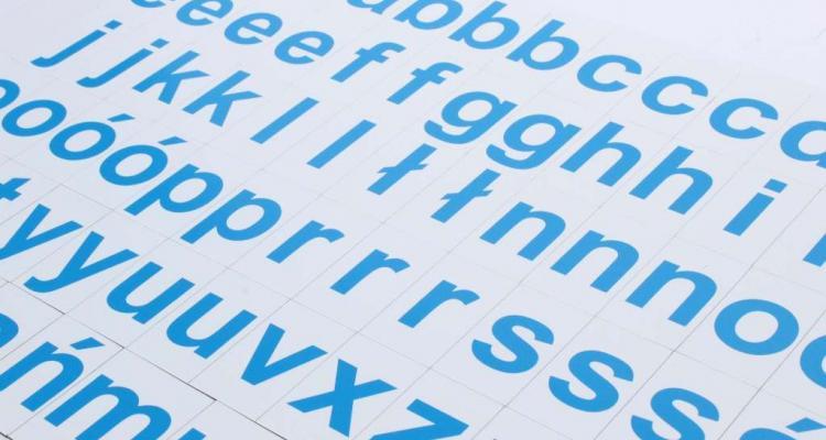Alfabet magnetyczny MagWords znakomicie sprawdza się w nauce czytania.