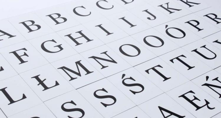 Komplet liter magnetycznych. 45 literek magnetycznych dla dzieci.