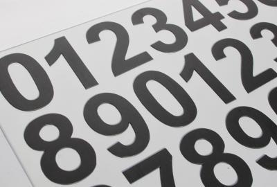 5 cm cyfry magnetyczne z bliska.
