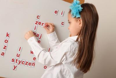 alfabet magnetyczny w formie kafelek
