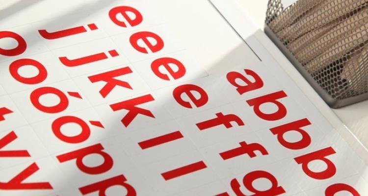 alfabet magnetyczny z tablicą magnetyczną